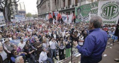 Palazzo unió al peronismo contra el desfinanciamiento del Banco Nación