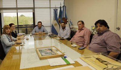 Ucairra se reunió con el intendente Gray para resolver viejas ordenanzas que regulan la actividad