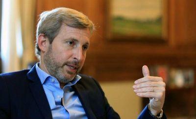 Frigerio trajo la nueva política del PRO a Tucumán: reparten colchones, muebles y electrodomésticos