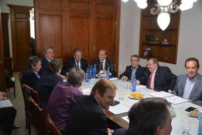 Senadores y ministros repasaron las obras y la emisión de deuda
