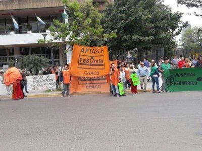 Aptasch realizó una protesta frente a Casa de Gobierno