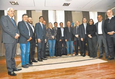 Los gobernadores del PJ ya arman una oposición para 2019 sin Cristina