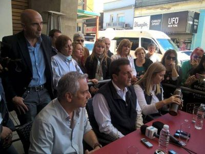 """Massa en Olavarría junto a José Eseverri y Liliana Schwindt: """"corregir el rumbo sin poner palos en la ruedas"""""""
