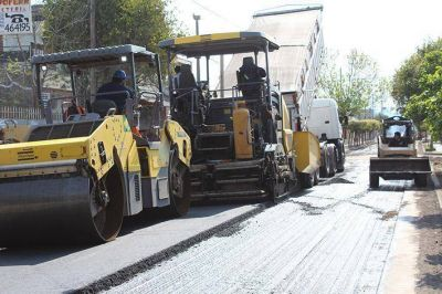 Avanza a buen ritmo el asfalto sobre Paso