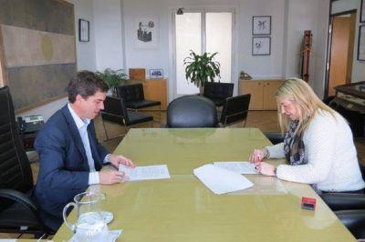 Cloacas: Bertone firmó convenio con Nación para el financiamiento de la planta