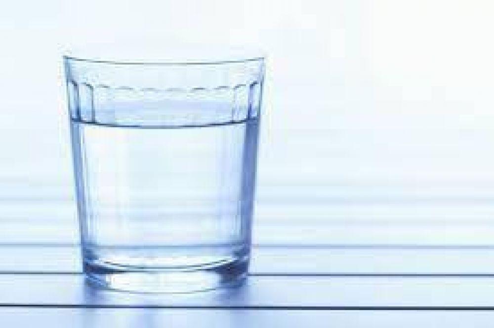 El Agua Potable contiene fibras de plástico