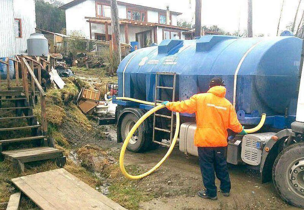 Con equipo propio el Municipio provee agua a vecinos de Andorra