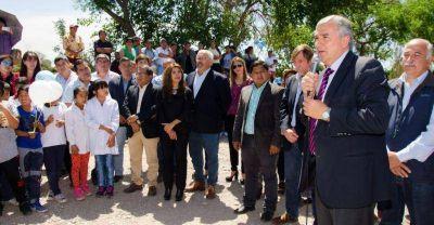 400 familias de Monterrico beneficiadas con obras de agua