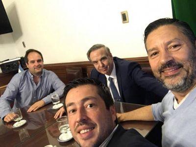 Tres intendentes de Unidad Ciudadana, a pura risa con el Senador que quiere a CFK