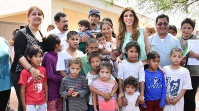 La gobernadora Claudia de Zamora habilitó 71 viviendas en el barrio Santa Rosa de Lima