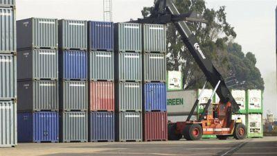 Aduana: complican a tres funcionarios por operaciones ilegales