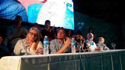 Máximo Kirchner estuvo en un club de Berisso