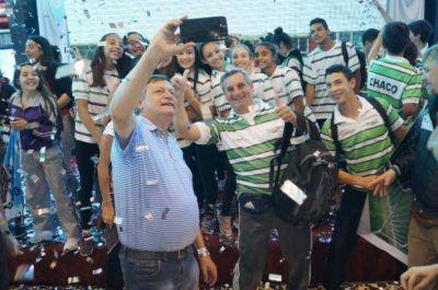 En el nuevo microestadio del Jaime Zapata Peppo despidió a 700 jóvenes que representarán al Chaco en los Juegos Evita