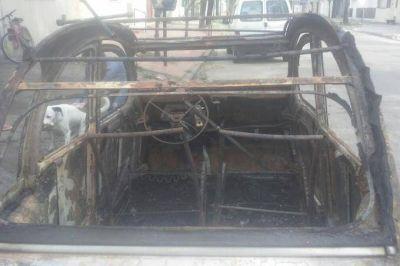 ¿Mensaje mafioso? Incendiaron el auto del dirigente que denunció el escándalo de los sobrepecios