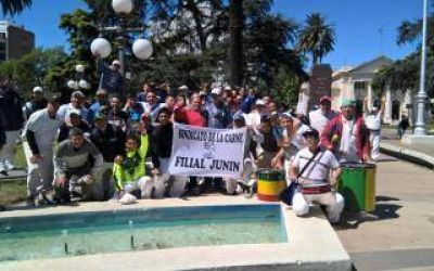Junín: Trabajadores reclaman que el Intendente interceda ante el cierre de un frigorífico