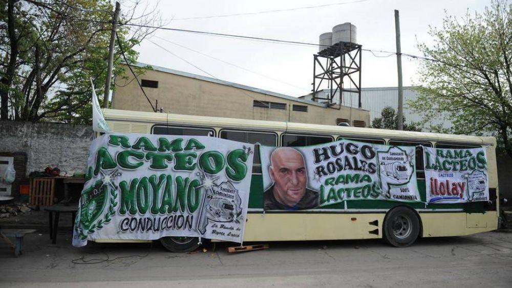 Pese a que Trabajo dictó la conciliación obligatoria, Camioneros sigue bloqueando una planta de lácteos