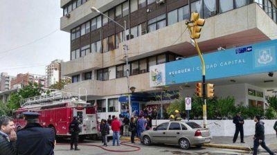 Por la protesta de ex contratadas, el Municipio no atiende al público