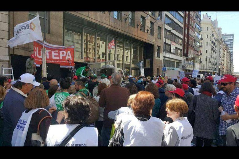Sindicatos y organizaciones de jubilados rechazaron la Fundacion PAMI