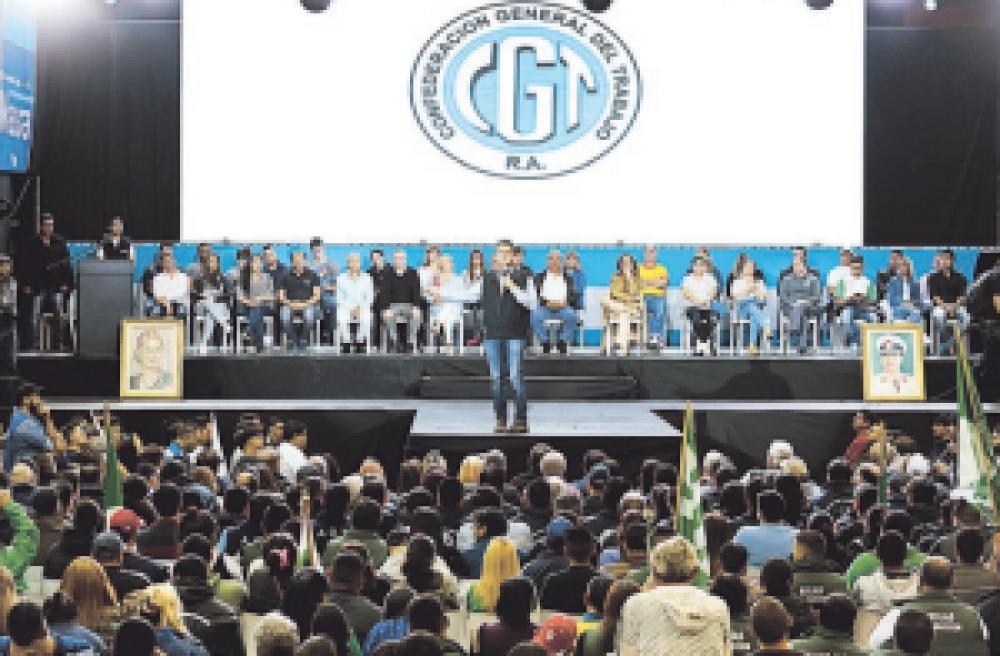 """Massa busca apoyo gremial y asegura que """"ningún trabajador debería pagar Ganancias"""""""