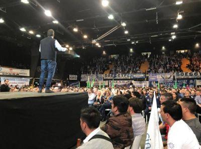 Massa mostró el apoyo de sindicatos y convocó a defender