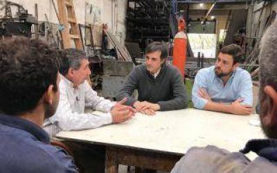 Esteban Bullrich y Lucas Delfino visitaron una fábrica y recorrieron comercios de Hurlingham