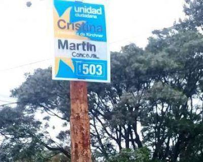 Elecciones 2017: El Municipio retiró carteles que Unidad Ciudadana colocó en columnas de alumbrado público