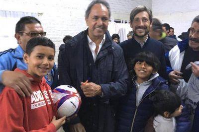 Scioli sigue sumando millas en campaña: estuvo en San Martín con chicos y dirigentes de clubes de barrio