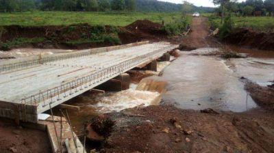 Programa 100 Puentes: Construyen pasarela en arroyo Once Vueltas