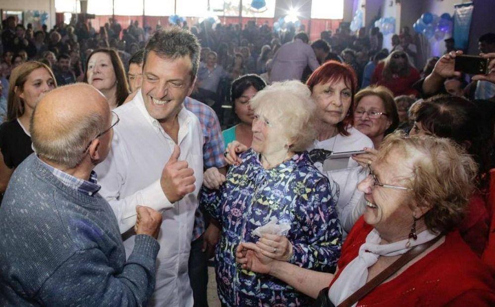 Massa les pidió a las mujeres que el domingo vayan a votar en defensa propia