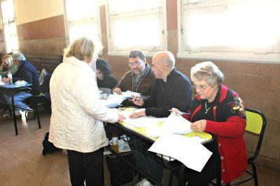 Los candidatos de las seis listas que se presentarán el domingo en Junín, buscan seducir al electorado