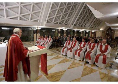 Homilía del Papa en Santa Marta: la necedad lleva a la corrupción