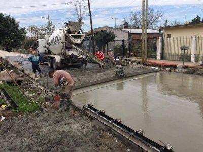 El Municipio de Lomas refuerza el plan de asfalto en los barrios