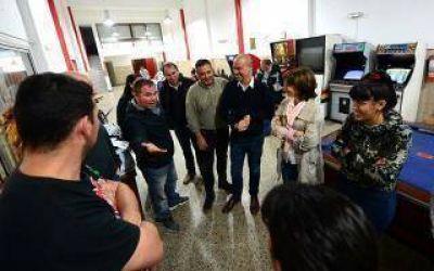 El Municipio de San Fernando entregó materiales e indumentaria deportiva al Club Expreso