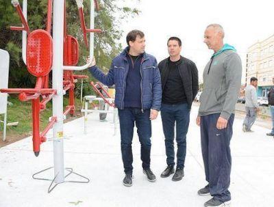 Se instalaron nuevas plazas deportivas en el Paseo Costanero de Santa Teresita