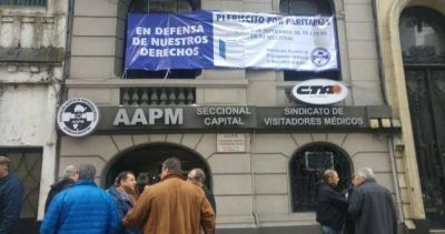 Visitadores médicos denunciaron abusos de las farmacéuticas