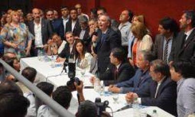 Respaldo del hombre fuerte del PJ nacional a Carlos Menem