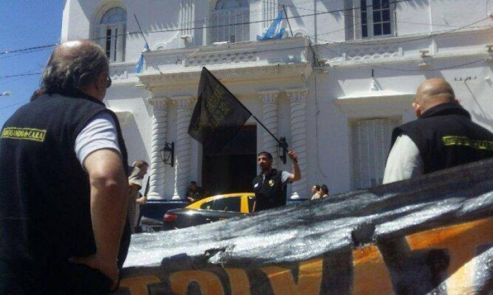 Taxistas reclamaron al intendente Ducoté que clausure oficina de UBER que funciona en Pilar