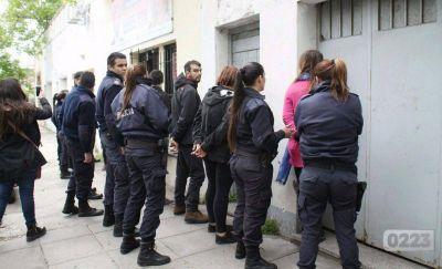 Allanan la sede del Frente de Izquierda y detienen a 6 militantes