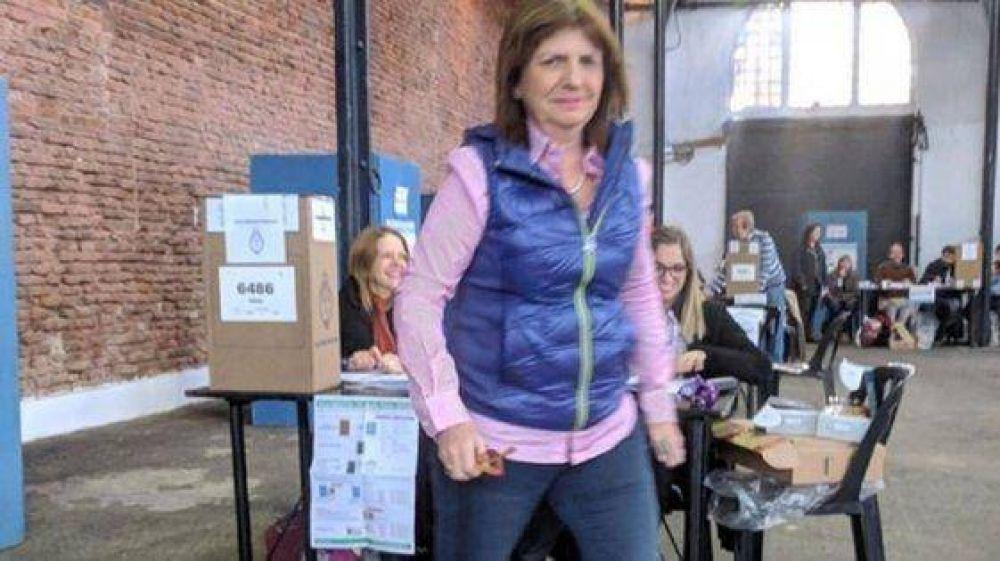 Patricia Bullrich votó de incógnito a primera hora para escapar de la prensa