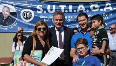 El sindicato de trabajadores de Agua y Gaseosas celebró la entrega de viviendas a 194 familias