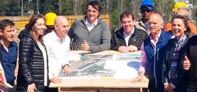 Tras la victoria, Vidal recorrió las obras del Puente Lacarra