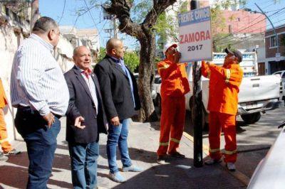 Tras las elecciones, el municipio realiza la limpieza de pegatinas políticas en distintos puntos de la ciudad