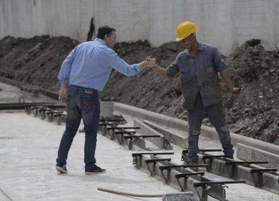 Esteban Echeverría: Gray recorrió el avance de la obra hídrica en 9 de Abril