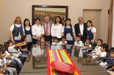 El Intendente Infante recibió la visita de un Jardín de Infantes del Departamento Banda