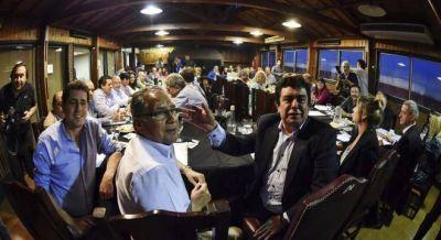 No hubo acuerdo entre Espinoza y los intendentes y se perfila una interna dura