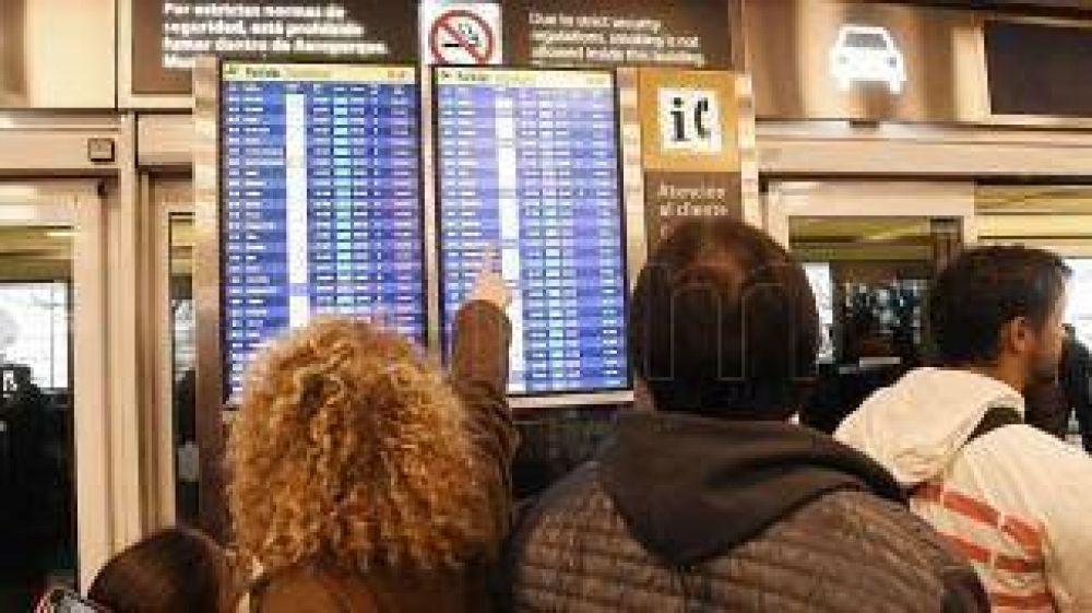 Cinco gremios van a una huelga por 24 horas que afectará vuelos de Aerolíneas y Austral