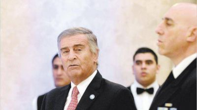 Revocarán un decreto de Néstor Kirchner para ajustar las FF.AA.