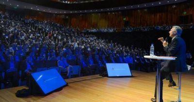 Con la cúpula de la CGT como invitada, Macri presenta su paquete de reformas