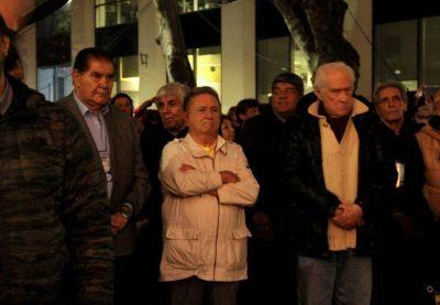 Estaciones de Servicios: Por las futuras reformas, Duhalde tiene en planes llamar a Carlos Acuña