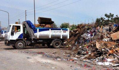 Buscan erradicar un basural de 1700 metros detrás del Mercado Central